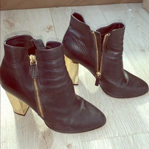 Saks fifth Avenue ankle leather boots size 7 1/5